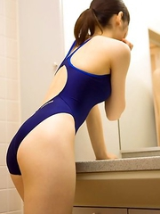Kaori Ishii in tight bath suit shows that is ready for sea